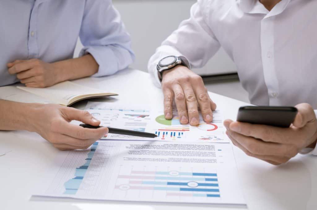 how do financial advisors get paid